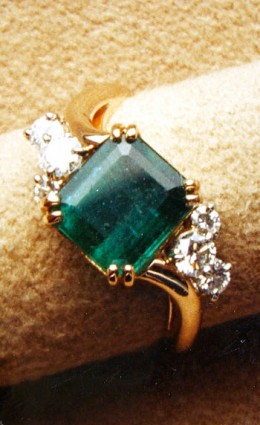Description: An emerald ring